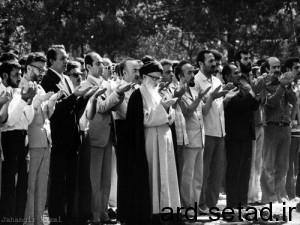 The_First_Friday_Prayers_in_Tehran,_leading_by_Ayotalloah_Taleghani_2